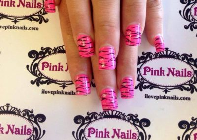 Hot-Pink-Zebra-Nails-640x640